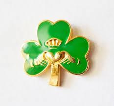 ireland irish shamrock claddagh ring pin badge t245