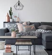 deco canapé déco salon magnifique deco salon gris avec petits accents colorés