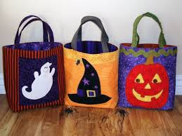 halloween trick or treat bag pattern from the quilt by builderbugs