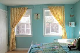 What Colors Go With Yellow What Colour Curtains Would Go With Yellow Walls Curtain