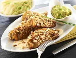 cuisiner haut de cuisse de poulet hauts de cuisse de poulet aux amandes et pignons recette maître coq