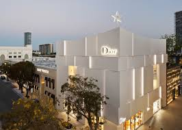 miami dior boutique by barbarito bancel has pleats