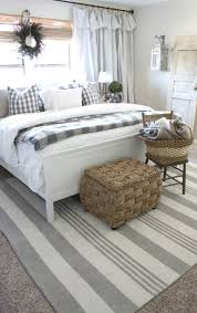 White Master Bedroom Best 25 Farmhouse Master Bedroom Ideas On Pinterest Country