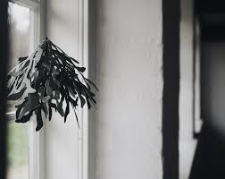 mistletoe paper ornament christmas decoration to make yourself