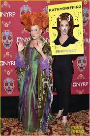 hocus pocus halloween costumes bette midler dresses up as her u0027hocus pocus u0027 character for