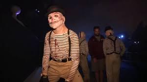 jack clown halloween horror nights eli roth walks the terror tram halloween horror nights