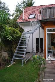 balkon mit treppe außentreppe vom balkon in den garten bargten19