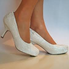 ivory shoes for wedding best 25 kitten heel wedding shoes ideas on flat