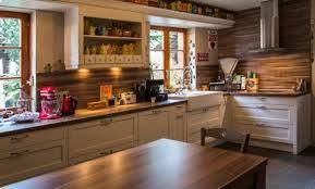 cuisine rustique moderne cuisine rustique grise affordable couleur with cuisine rustique