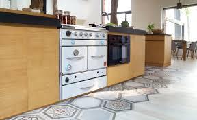 s駱arer la cuisine du salon 5 idées pour séparer la cuisine du salon travaux com