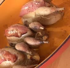 comment cuisiner une caille recette cailles rôties au petit suisse en vidéo