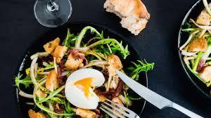 cuisiner le pissenlit salade de pissenlits d alsace lardons de magret fumé oeuf mollet
