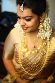 real kerala shruthy in gold saree with gold jewelry and