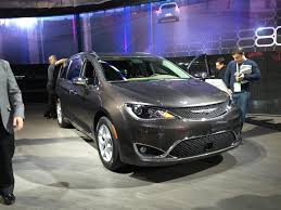 chrysler crossover 2016 chrysler town u0026 country wait for the 2017 pacifica wjar