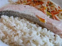 cuisiner du riz blanc saumon accompagné de riz et légumes sauce beurre blanc par