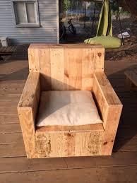 Diy Armchair Sturdy Pallet Outdoor Chair With Cushion Jpg 600 800 Pixlar