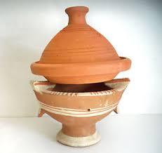 cuisiner avec un tajine en terre cuite plat a tajine tagine marocain cuisson terre cuite 30 cm brasero