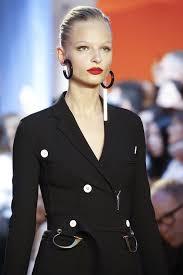 mismatched earrings trend photos trend alert the mismatched earrings trend you to try