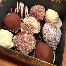 White Chocolate Covered Strawberry Box Chocolate Dipped Strawberries Box Of 18 Candy Buffets L Sweetie