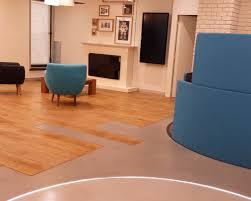 bureau beton ciré showroom sol béton ciré aldebaran parquet
