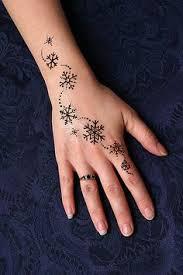 budding pansy henna tetovanie