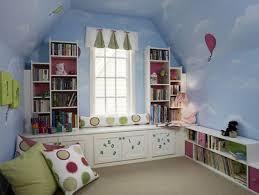 chambre enfant comble design interieur chambre enfant sous combles blanc bleu vert