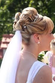 Hochsteckfrisurenen Zur Hochzeit Mit Schleier by Heiraten Mit Diadem Die Perfekte Ergänzung Zum Schleier
