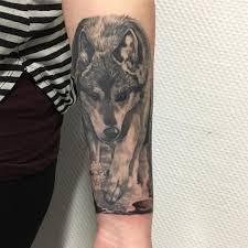 Forearm Wolf - black n grey wolf on forearm