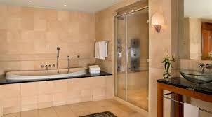badezimmer mit sauna und whirlpool park hyatt hamburg präsidenten suite badezimmer mit sauna