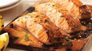cuisiner le saumon saumon moutarde érable grillé sur planche