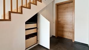 einbauschrank unter treppe einbaugarderobe unter treppe möbel ideen und home design inspiration
