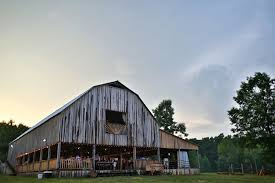 Barn Wedding Tennessee Macy U0026 Chris U0027s Wedding At Lofty Hitchins Lawrenceburg Tn