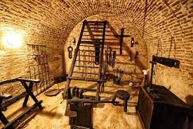 chambre des tortures chambre de médiévale avec l abondance des outils image