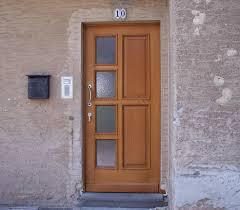 porte ingresso in legno portoncini in legno progettazione e posa in opera di portoni e
