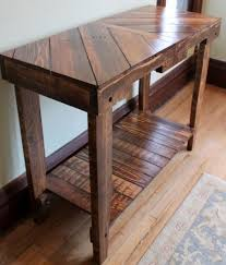 Building A Wooden Desktop by 25 Best Pallet Tables Ideas On Pinterest Pallet Coffee Tables