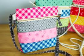pattern for tote bag with zipper sew up a cross body zipper tote free pattern sewcanshe free
