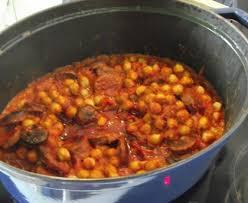 cuisiner des pois chiches chorizo aux pois chiches recette de chorizo aux pois chiches