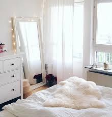 miroir de chambre sur pied cocooners by lusseo sélection de miroirs trop canon pour la chambre