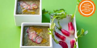 cuisiner les fanes de radis soupe de fanes de radis facile et pas cher recette sur cuisine