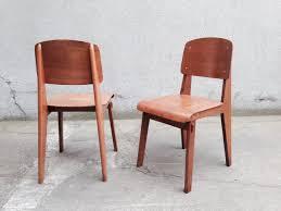 chaise prouv paire de chaises tout bois de jean prouvé