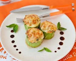 cuisiner la courgette ronde recette courgettes rondes farcies à la ricotta pignons et épices