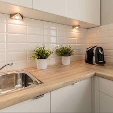 comment renover une cuisine relooker cuisine en bois relooking cuisine repeindre les meubles