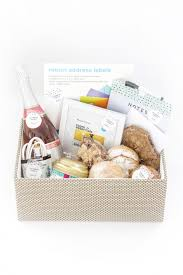 how to curate the perfect diy housewarming gift basket