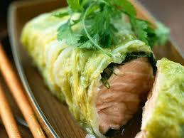 cuisine vapeur asiatique saumon cuit à la vapeur en feuille de chou chinois facile et pas