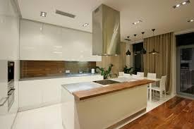 cuisine bois et blanc laqué 99 idées de cuisine moderne où le bois est à la mode armoires