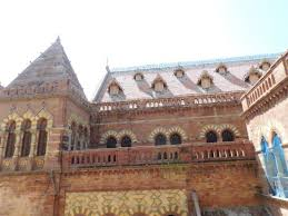 house lots of pigeons picture of prag mahal palace bhuj