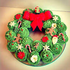 Christmas Cake Decorations Pinterest by 30 Christmas Dessert Ideas Everyone Will Love Cupcake Wreath