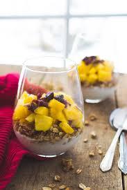 cuisiner les c es frais verrine de yogourt granola et fruits frais alex cuisine
