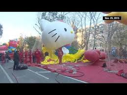 time lapse macy s thanksgiving day parade balloons