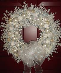22 versatile shabby chic wreaths that can be used all